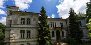 Zaniedbany acz piękny pałac w Grzmiącej to teraz szpital dla umysłowo chorych