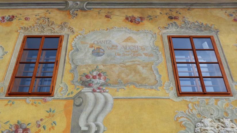 Dom mieszczański rodziny Gantzughof powstał w późnym średniowieczu, potem przebudowano go na styl renesansowy. Obecnie jest pięknie odnowiony, a jego ściany zdobią freski w pastelowych kolorach. W kamienicy mieści się część ekspozycji Muzeum Krajoznawczego.