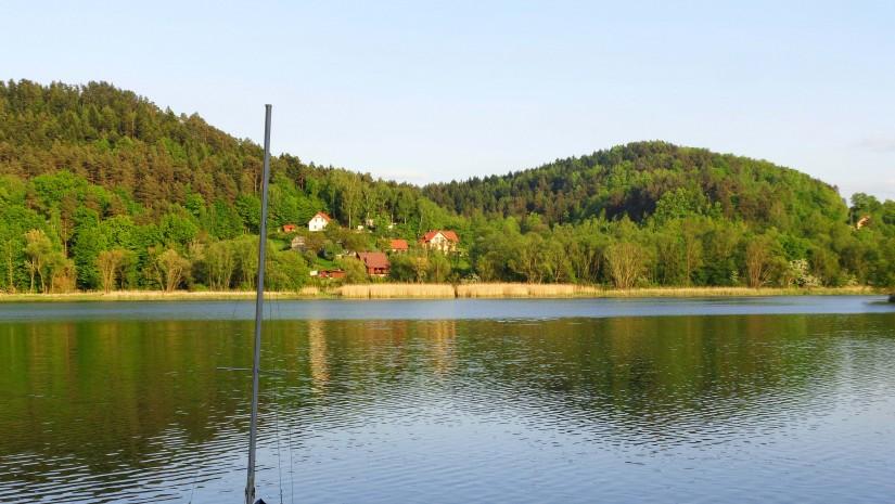 Spokojnie nad Jeziorem Rożnowskim.