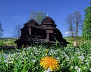Bojkowska cerkiew w Równi to jedna z nielicznych świątyń kopułowych w Polsce zaprojektowanych na planie trójdzielnym. Pochodzi z początku XVIII w. Całe wyposażenie cerkwi, łącznie z ikoną Matki Boskiej