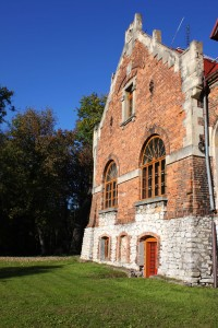 Fasada neorenesansowego pałacu w Michałowicach