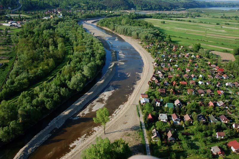 Meandrująca Raba (fot. Ł. Ślusarczyk, źródło - www.nadraba.pl)