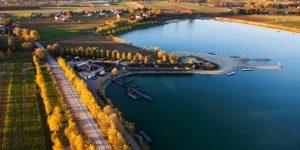 Widok z lotu ptaka na kąpielisko Chorwacja niedaleko Czchowa