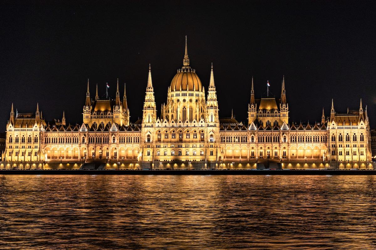 Biuro podróży PAWUK ma w ofercie jednodniowe wycieczki z przewodnikiem na węgry