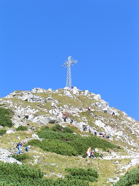 Krzyż na Giewoncie. Fot. Pixabay.